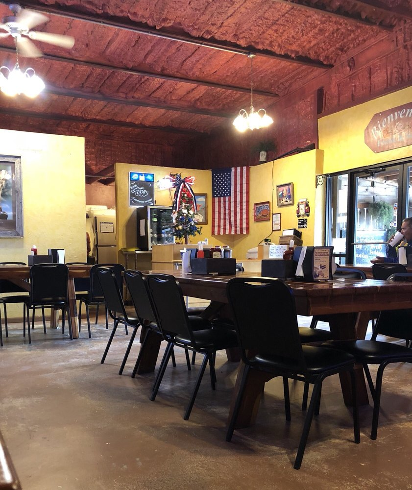 Frank's Place: 13325 State Park Rd, Fentress, TX