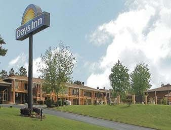 Days Inn by Wyndham Benton: 17701 I-30, Benton, AR