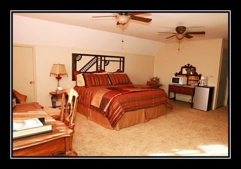 The Hiding Place: 309 E Oak St, Warrenton, MO