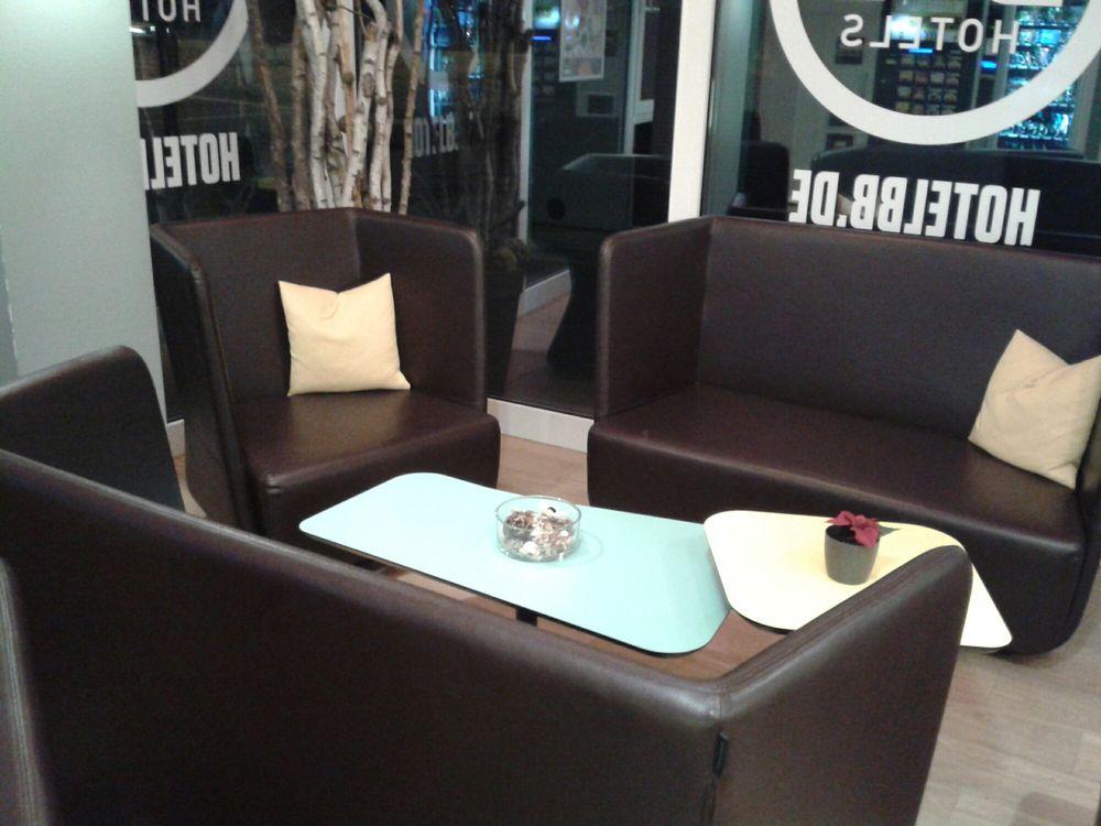 Lounge-Möbel im Foyer - Yelp