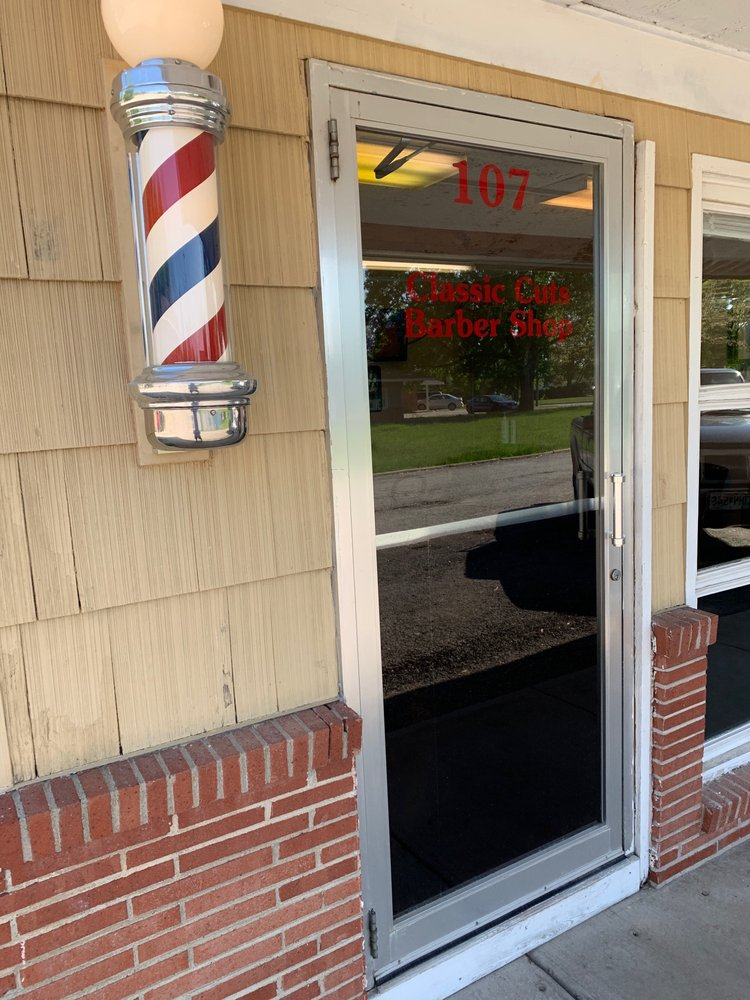 Classic Cuts: 938 S Main St, Maryville, MO