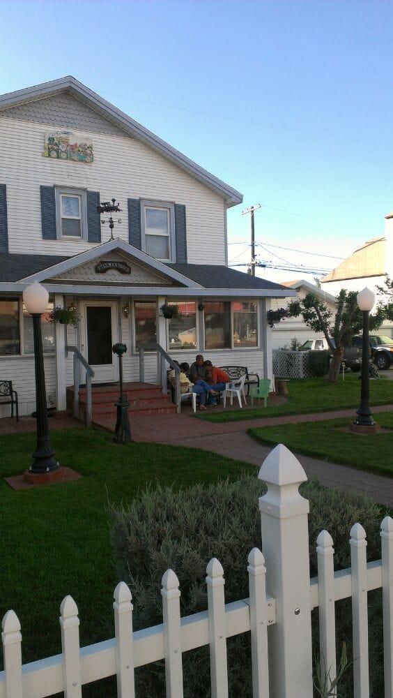 Pullman House Inn: 256 Commercial St, Portola, CA