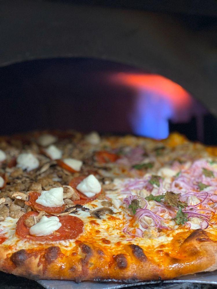 June Pie Pizza: 2588 Hwy 158, June Lake, CA