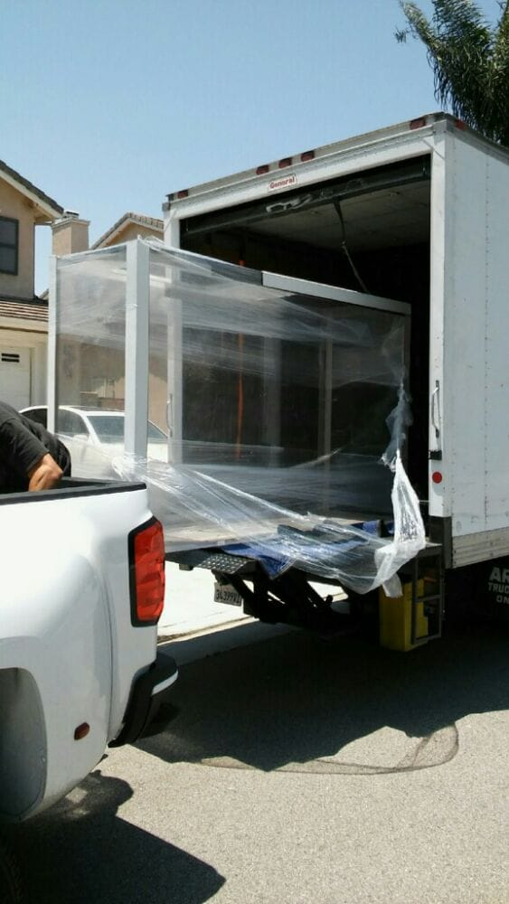 This is a 900 pound 600 gallon fish tank that we moved call OC mini movers to the test and we ...