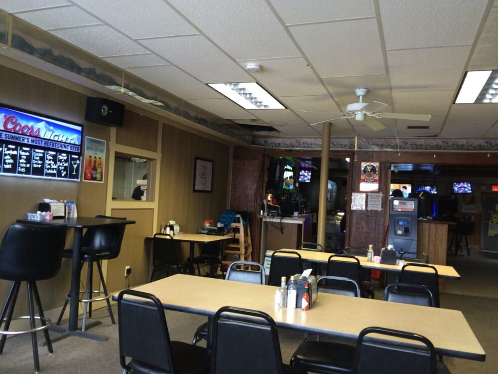 R Bar & Grill: 310 3rd St, Waterloo, NE