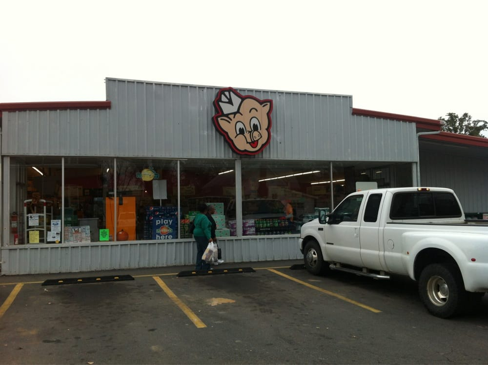 Piggly Wiggly: 59 Magnolia St, Jeffersonville, GA