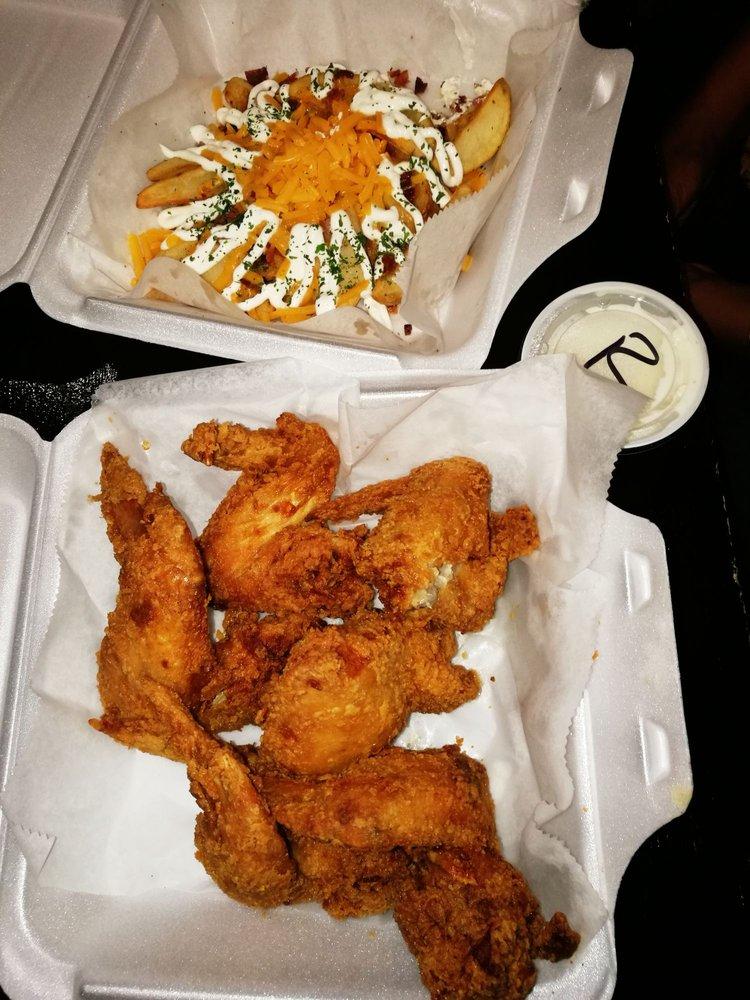 The Comfort Zone Restaurant & Lounge: 2163 Cunningham Dr, Hampton, VA