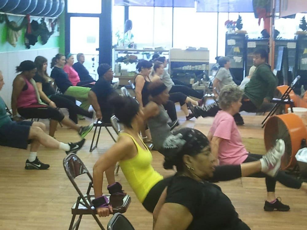 Zumba sentao workout on a chair looks easy but it 39 s for Chair zumba