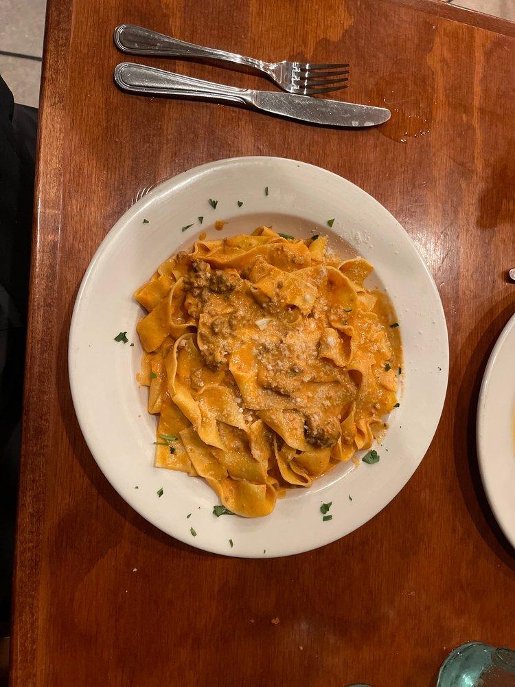Cucina Family Style Restorante: 674 Montauk Hwy, East Quogue, NY
