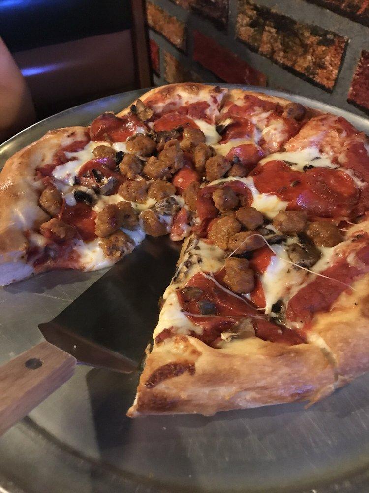 Crusty's Pizza: 522 Finnie Flats Rd, Camp Verde, AZ