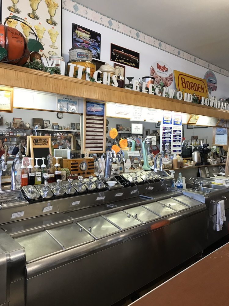 Wittich's Candy Shop: 117 W High St, Circleville, OH