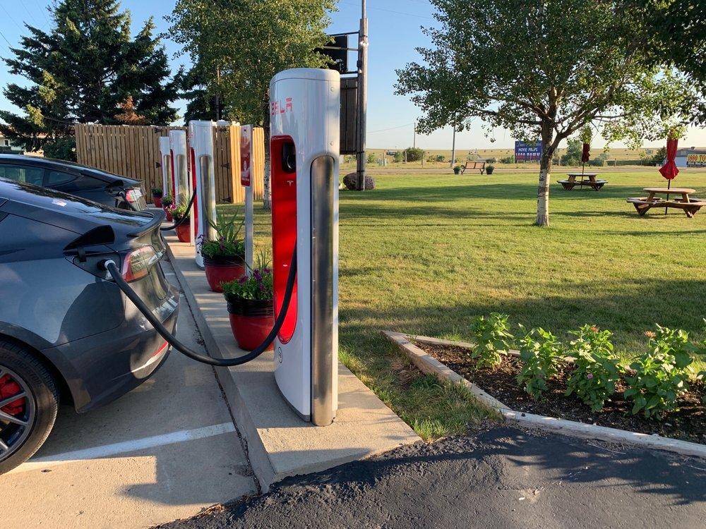 Tesla Supercharger: 302 W 5th St, Murdo, SD