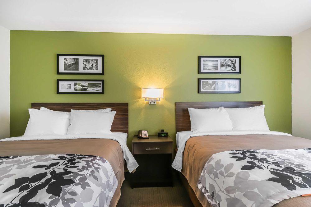 Sleep Inn & Suites: 350 Dohoney Trace, Columbia, KY