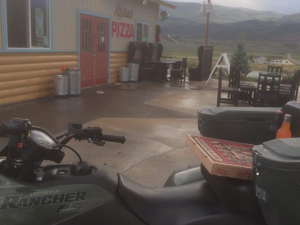 Napoleons Pizza: 10 W 650 N, Koosharem, UT