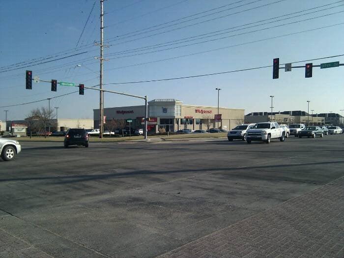 Walgreens: 3770 N Woodlawn Blvd, Wichita, KS