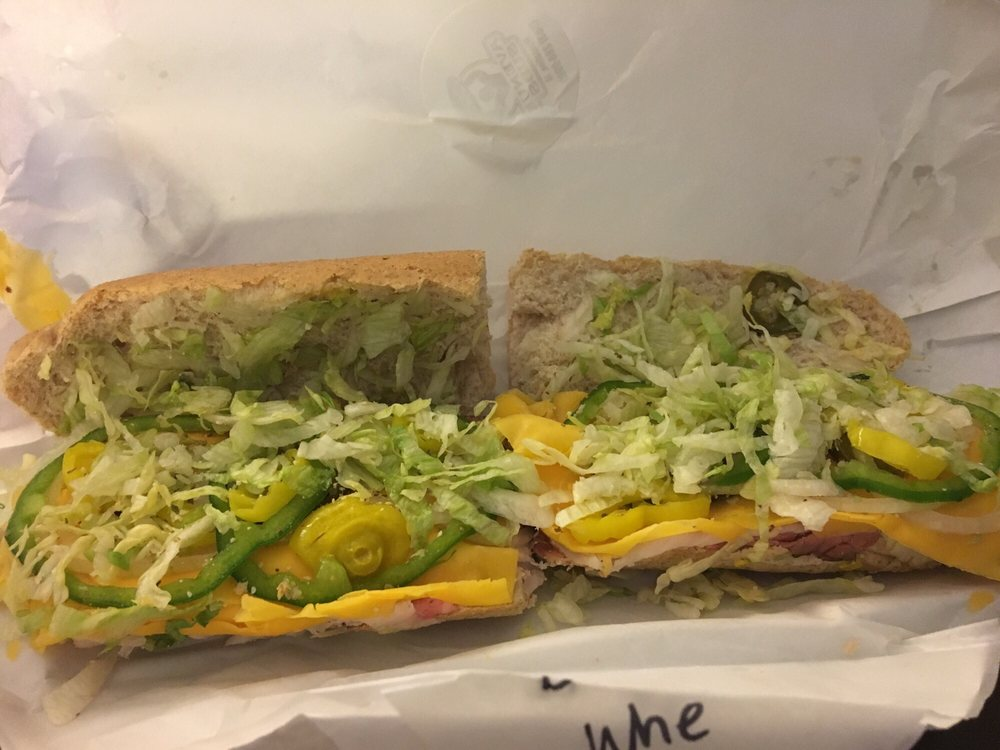 Avenue Subs: 113 Iowa Ave, Muscatine, IA