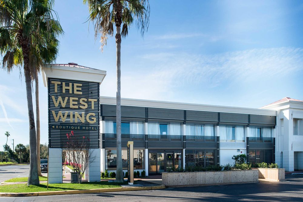 West Wing Hotel, an Ascend Hotel Collection Member: 2501 E Fowler Ave, Tampa, FL