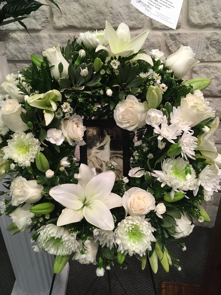Gonzales Floral & Gifts: 910 W Henderson St, Cleburne, TX