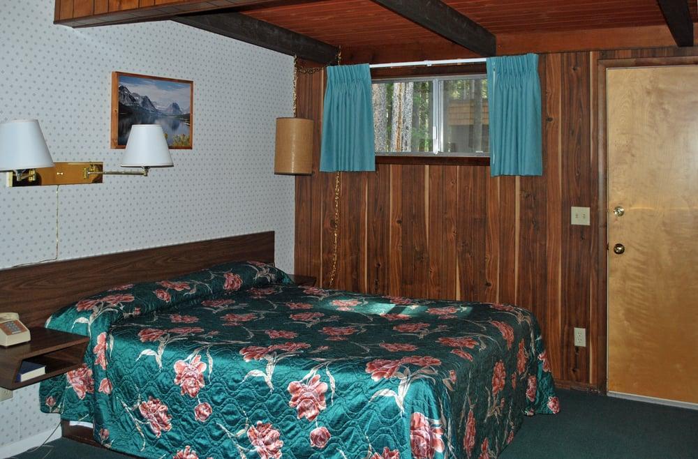 Mountain Pine Motel: 909 Highway 49, East Glacier Park, MT