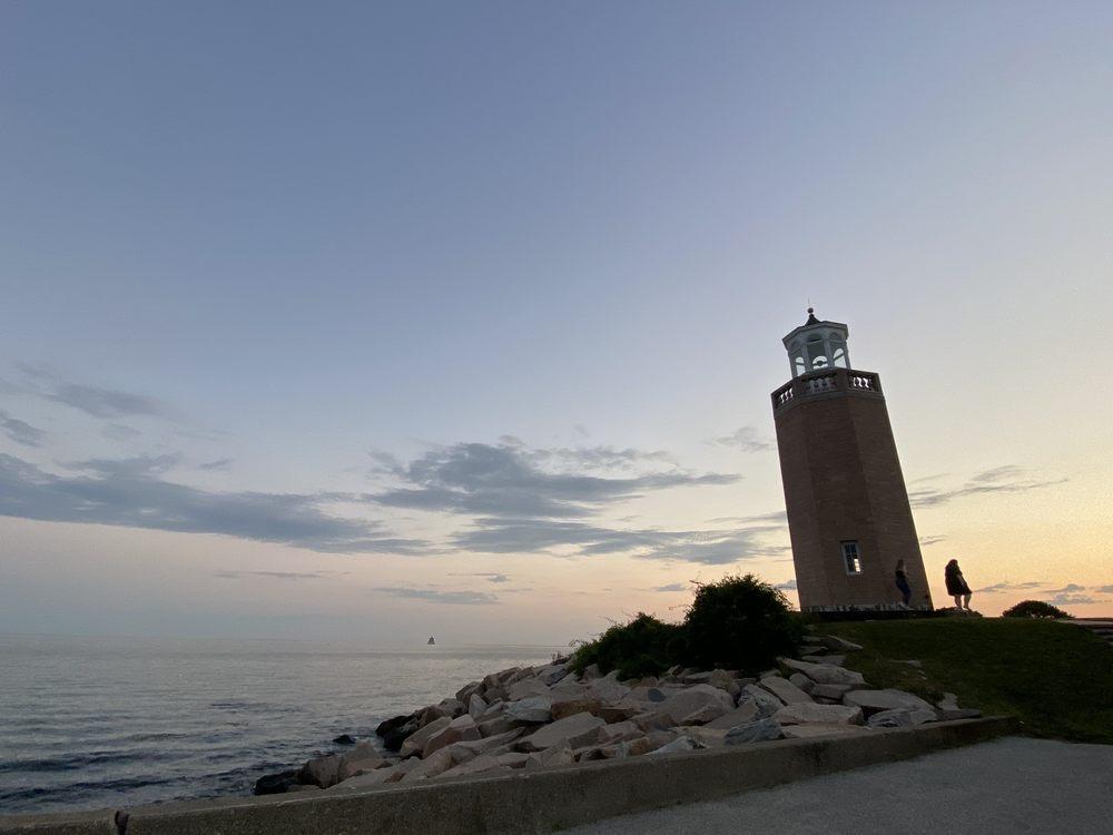 Avery Point Lighthouse: Shennecossett Rd, Groton, CT