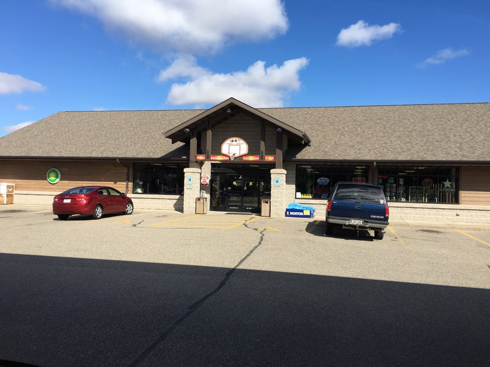 Hoops Travel Center: 829 4th Ave, Coloma, WI