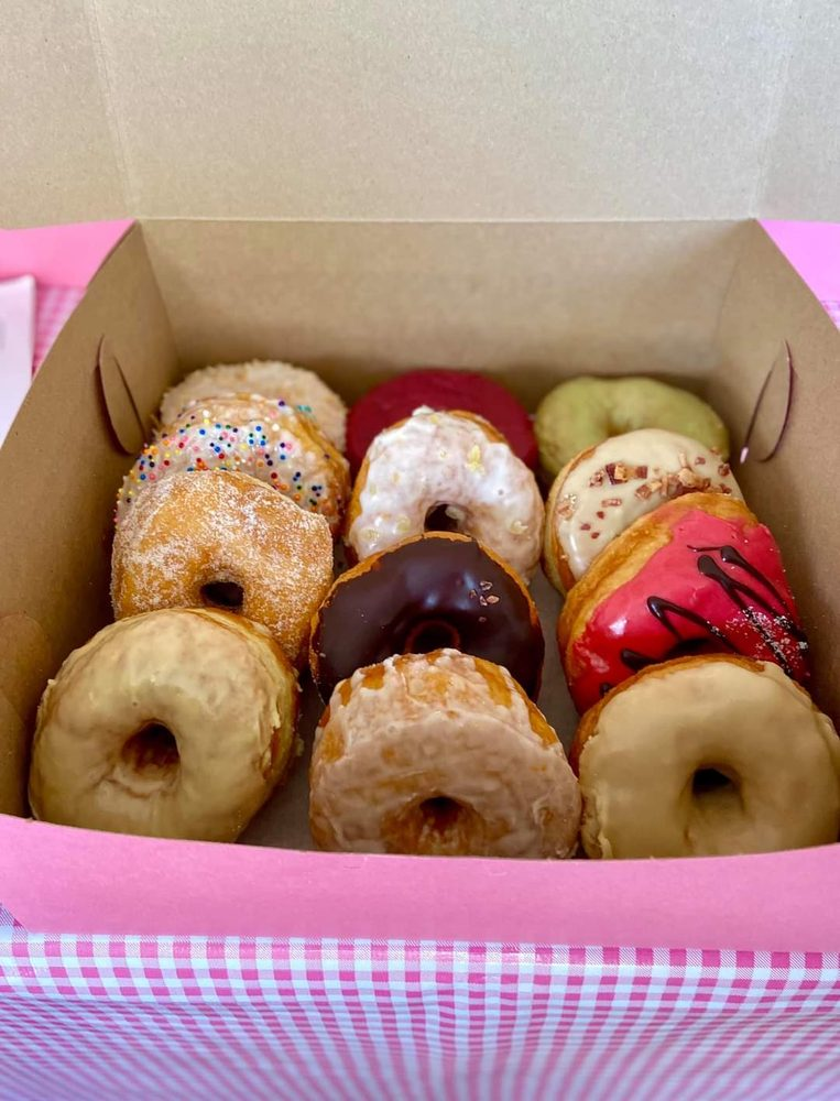 Drop In Donuts: 132 E Redwood Ave, Fort Bragg, CA