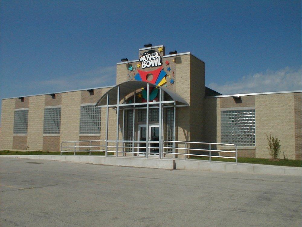 Super Bowl Family Entertainment Center: 2222 E Northland Ave, Appleton, WI
