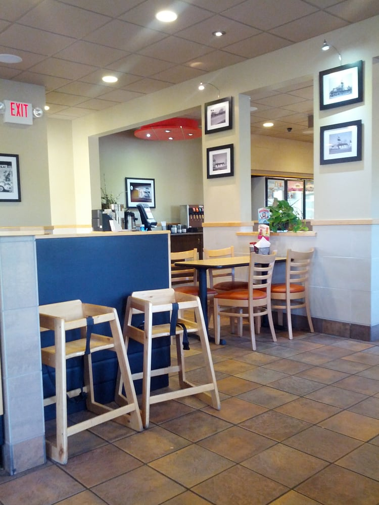 Dairy Queen Grill & Chill: 640 16th Ave SE, Dyersville, IA