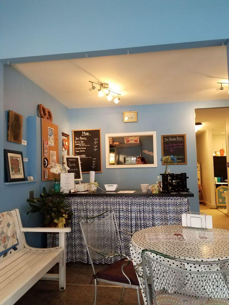 The Pretzel Place: 411 Fairfield Ave, Bellevue, KY