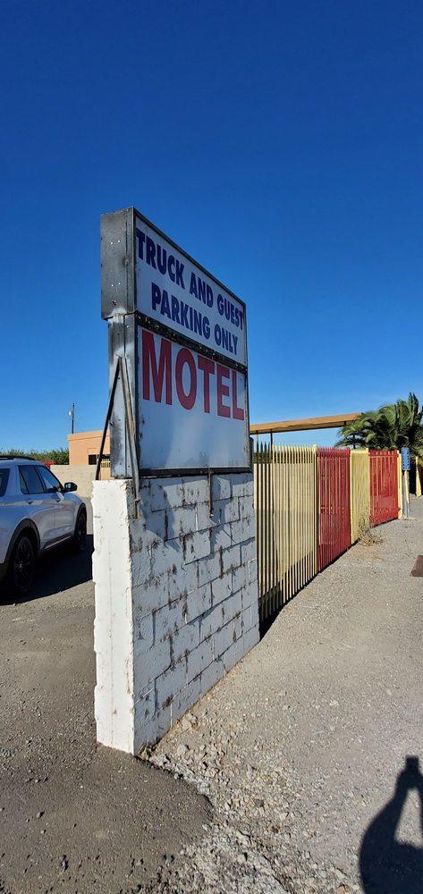 California Motel: 4930 County Rd 99 W, Dunnigan, CA