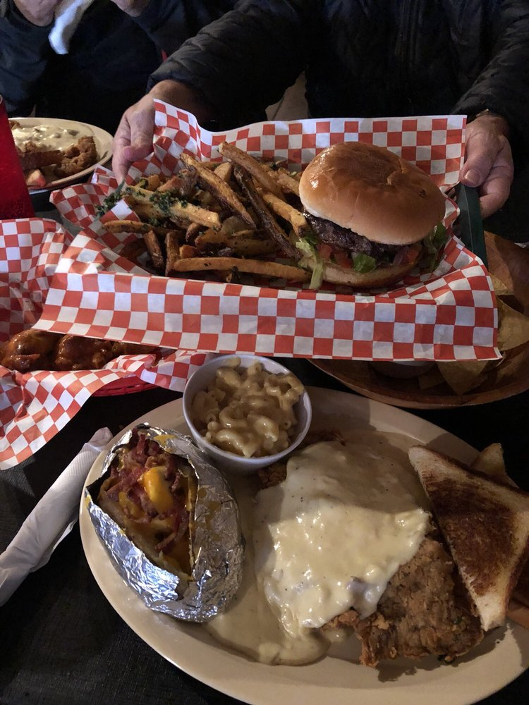 FLUFF's White House Cafe: 1307 3rd St, Floresville, TX