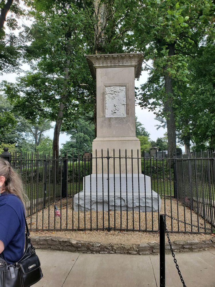 Daniel Boone's Burial Site: 215 E Main St, Frankfort, KY