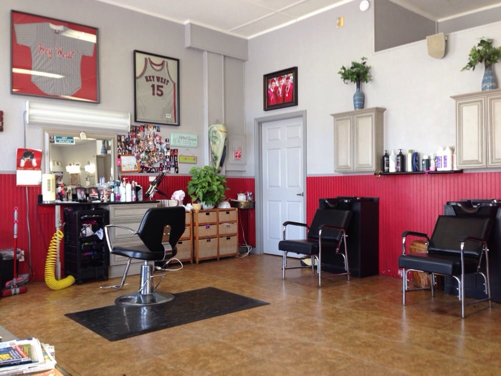 Konch Cuts: 2300 N Roosevelt Blvd, Key West, FL