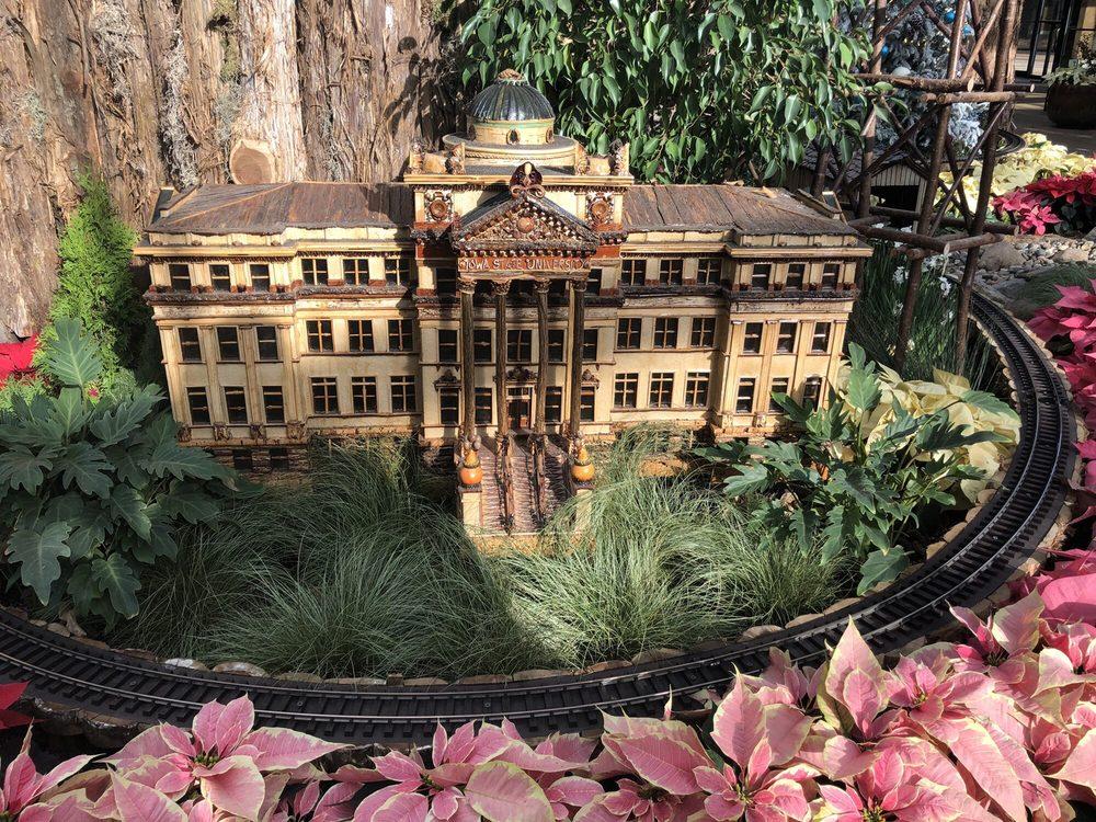 Social Spots from Reiman Gardens