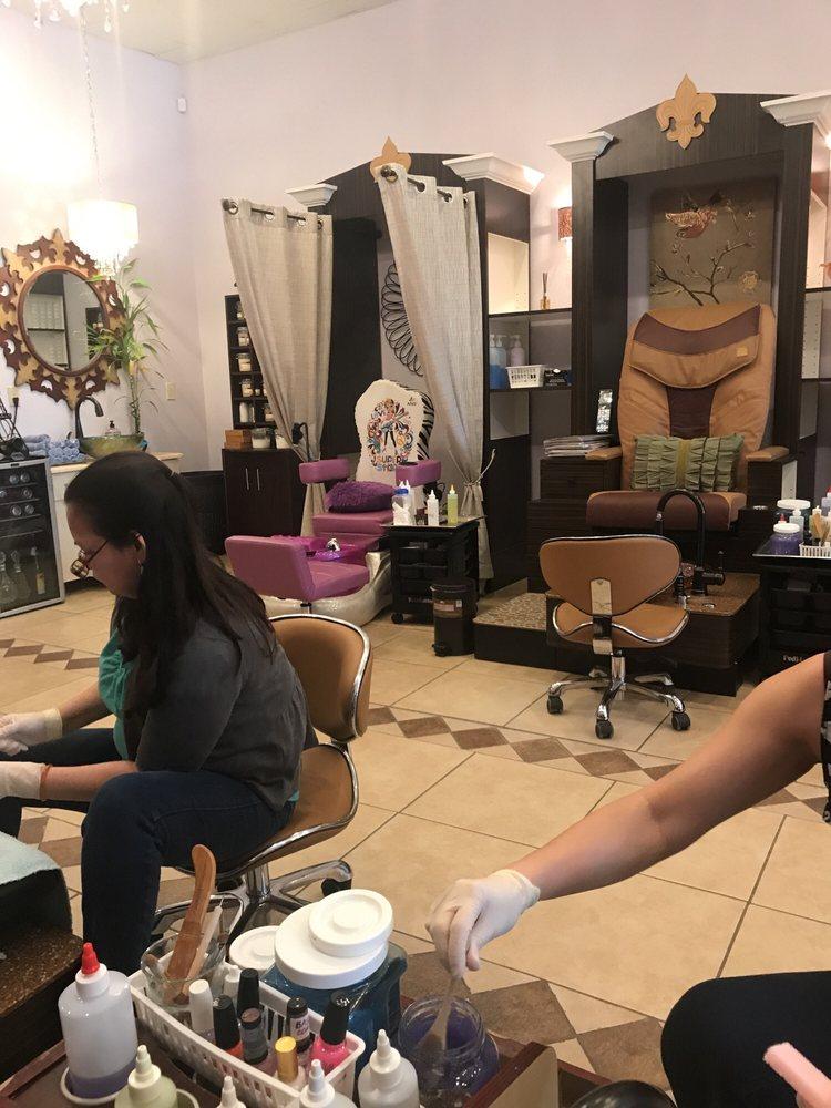La Chic Nail Salon: 13394 Hwy 73, Geismar, LA