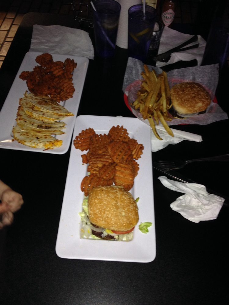 The Hornytoad Pub and Grub: 2502 Ave R, Snyder, TX