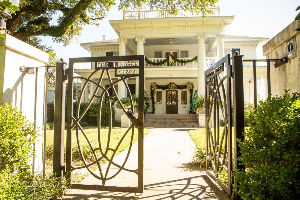 Grandiflora Bed & Breakfast: 705 N 5th Ave, Laurel, MS