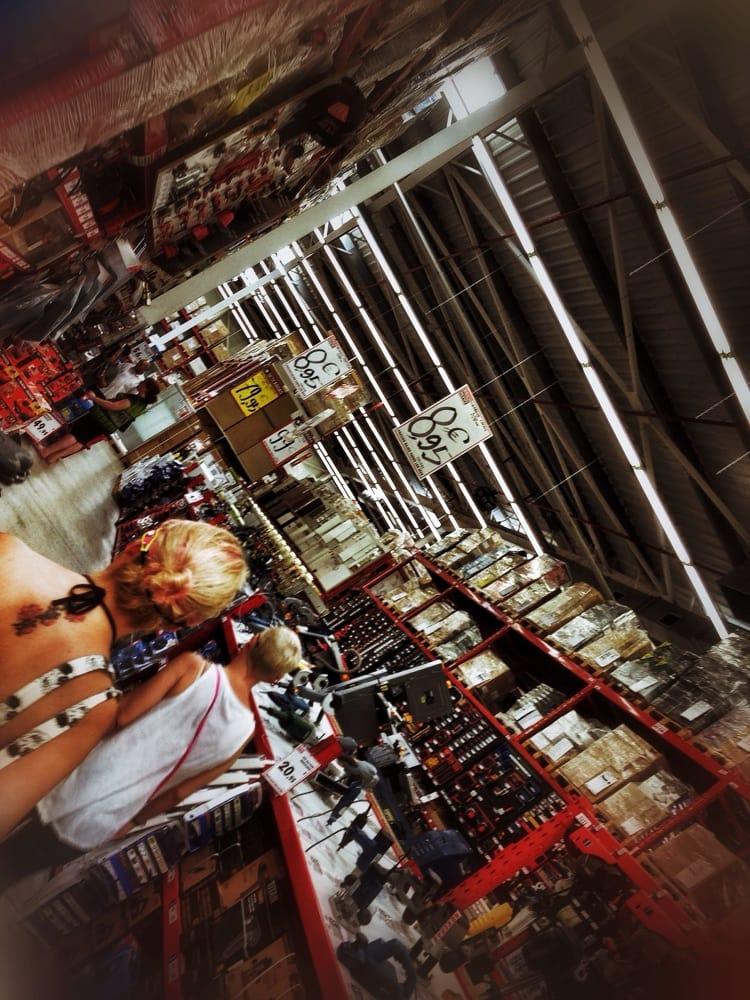 Brico depot ferreter as pol gono industrial la cepa for Bricodepot pamplona telefono