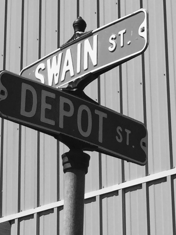 Tippy Toe Inn: 307 Depot St, Chaseburg, WI