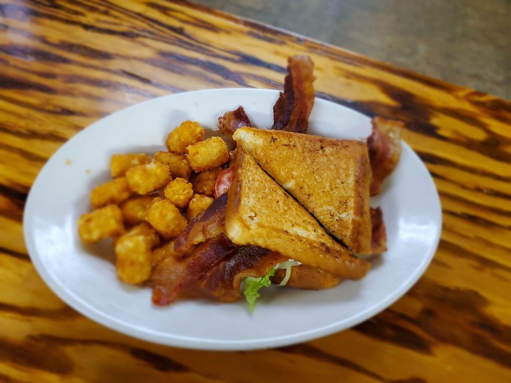 MacH's Restaurant: 11802 Fm 1301 Rd, Boling, TX