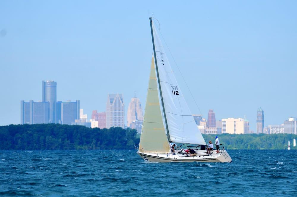Bayview Yacht Club: 100 Clairpointe St, Detroit, MI