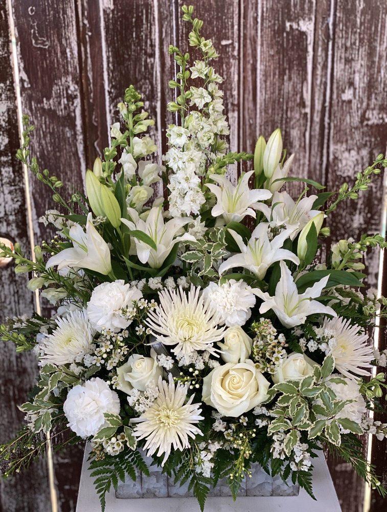 Flower Shoppe: 1310 N Hobbie Ave, Kankakee, IL
