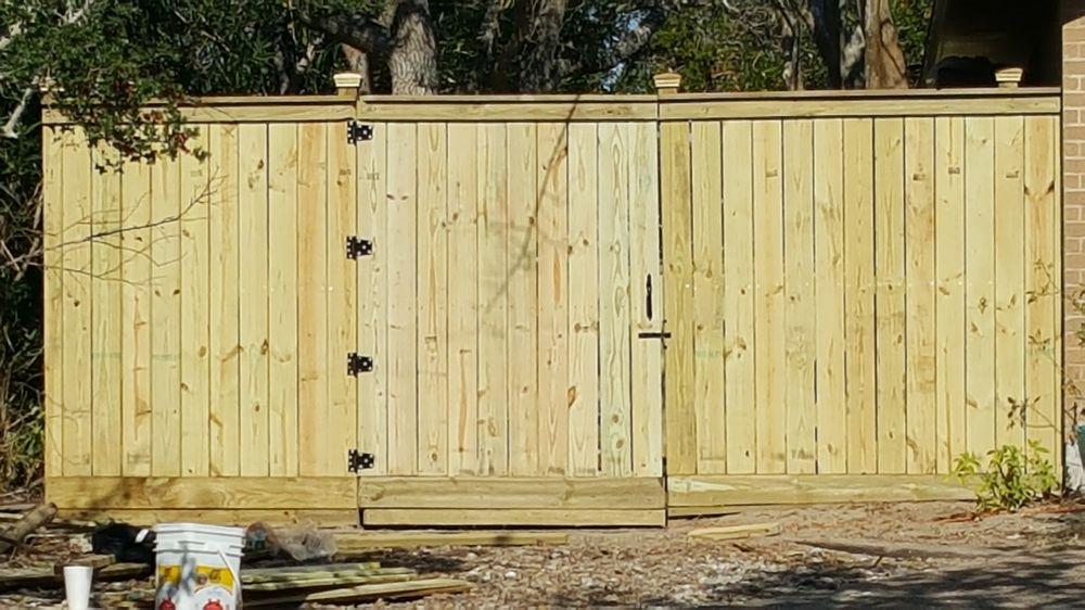 M&M Construction & Fencing: 1514 S McCambell, Aransas Pass, TX