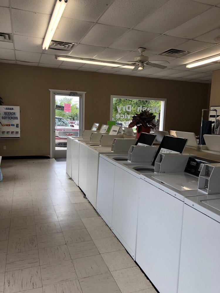 Bridgeport Laundromat: 1403 16th St, Bridgeport, TX