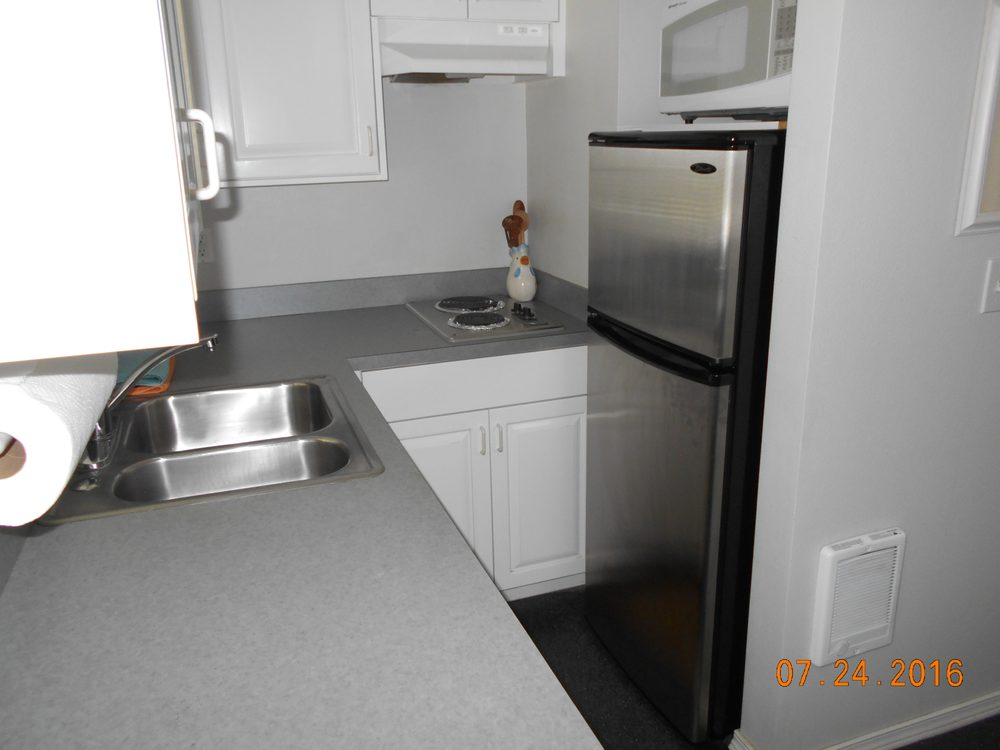 Ocean Side Cottages: 105 SW 6th Ave, Rockaway Beach, OR