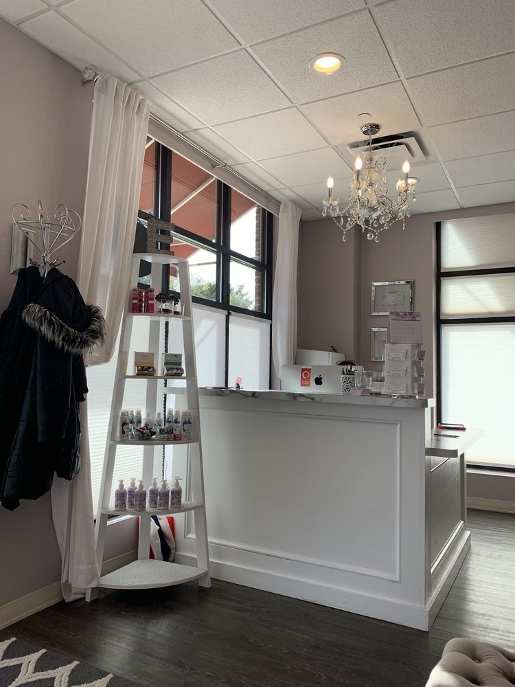 Elle's Beauty Bar: 9100 Big Spring Dr, Cranberry Township, PA