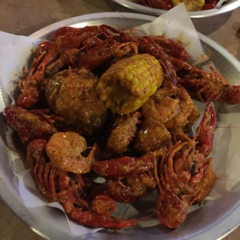 how to eat crawfish funny