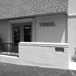 Tonic the salon 32 foton fris rsalonger oklahoma for 9309 salon oklahoma city