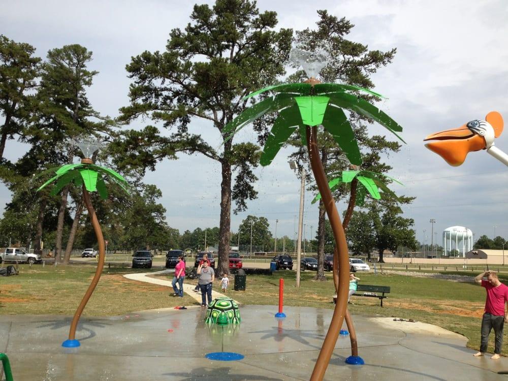 Splash pad: Spring Lake Park, Texarkana, TX