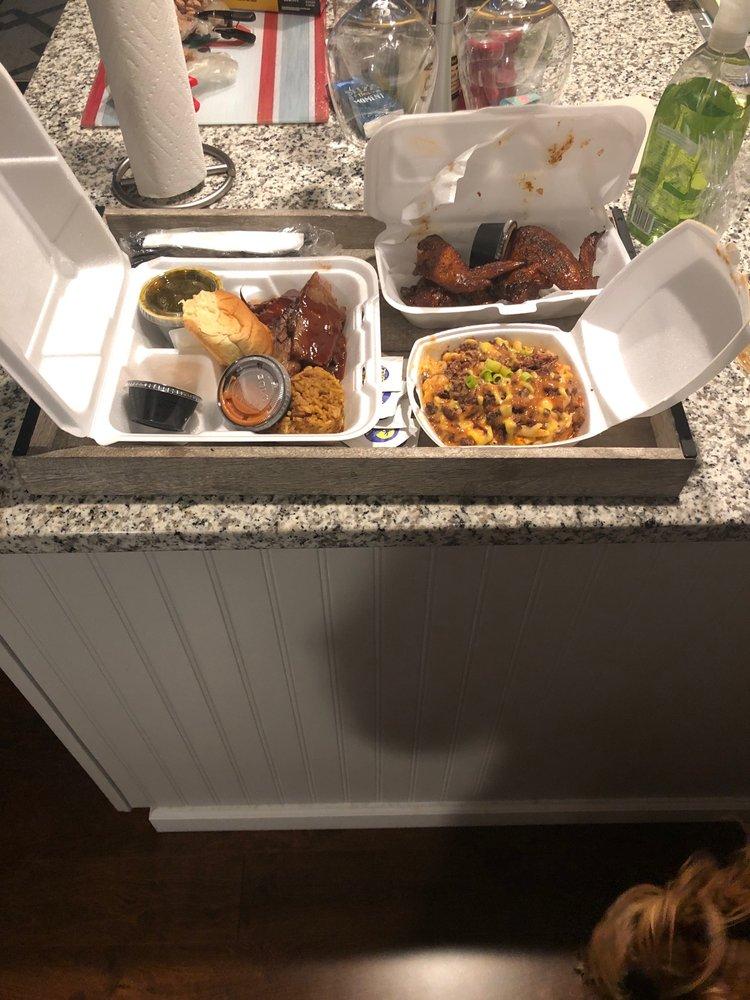 PB's Kitchen with Southern Smoke: 814 Newville Rd, Carlisle, PA